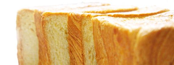 烏骨鶏デニッシュパンをカット